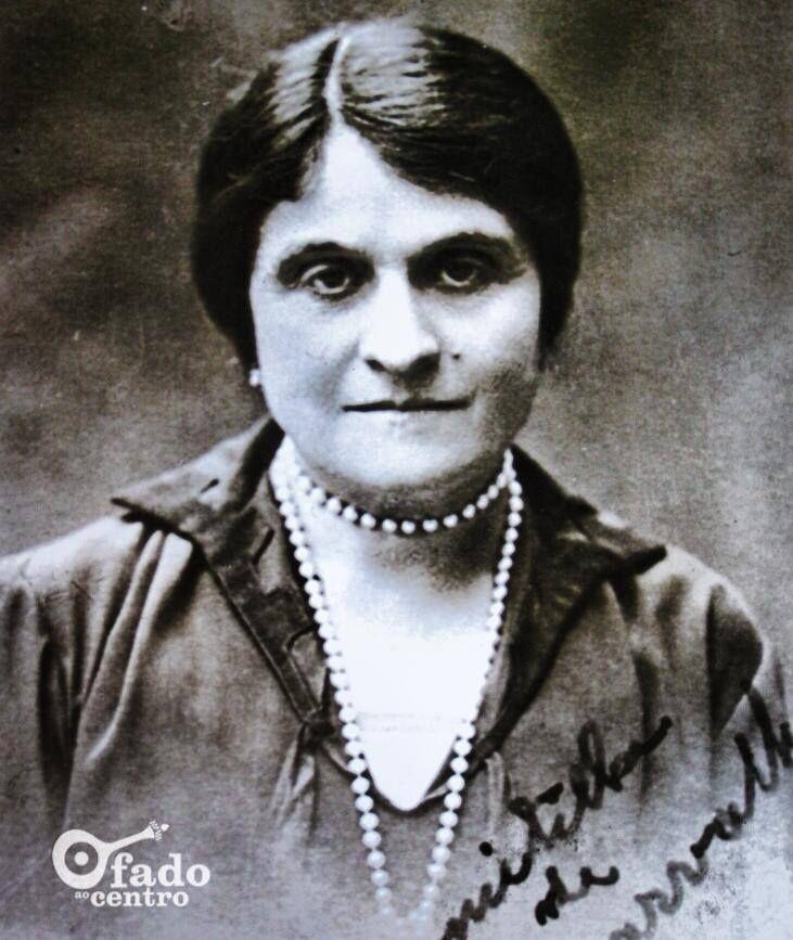 Lembramos a a primeira MULHER que se matriculou na UNIVERSIDADE DE COIMBRA, Domitila de Carvalho, em Matemática (1894), Filosofia (1895) e Medicina (1904)! Foi também poetisa e escritora, reitora do primeiro liceu feminino de Lisboa e Deputada à Assembleia Nacional.