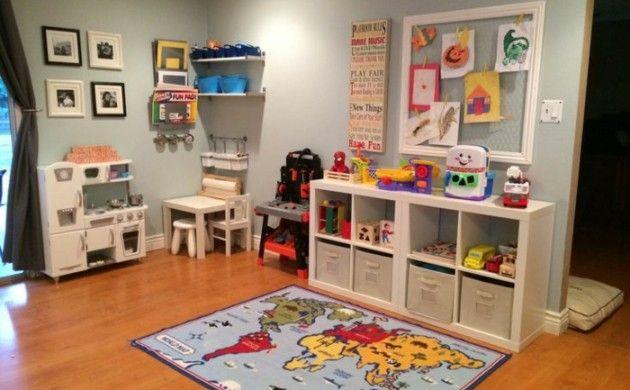 wohnzimmer einrichten kinderfreundlich kinderzimmer spielecke kinderteppich regale spielzeug