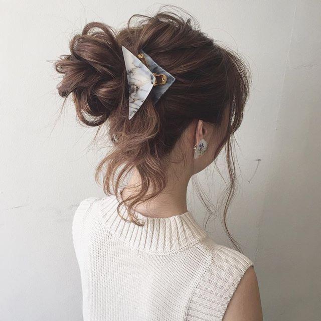* hairarrange* * ロングでおだんごにするとボリュームが出てしまうので、毛先を巻き込まずに降ろすのがオススメです♡ * #ヘアアレンジ  #結婚式 #二次会 #hairarrange #渋谷 #かねこアレンジ #おだんご #ヘアクリップ #sanコレ