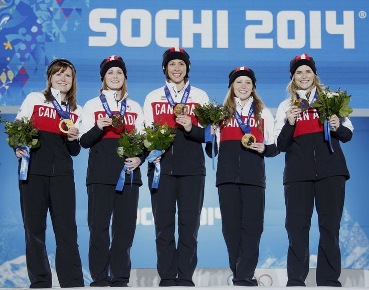 Gold medallists Canada's Jennifer Jones, Kaitlyn Lawes, Jill Officer, Dawn McEwen and Kirsten Wall (R-L) pose during the victory ceremony for the women's curling competition at the 2014 Sochi Winter Olympics February 22, 2014. REUTERS/Eric Gaillard (RUSSIA - Tags: OLYMPICS SPORT CURLING)