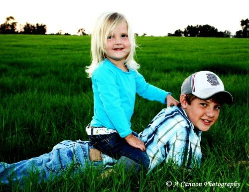 Big brother, little sister - Photograph at BetterPhoto.com