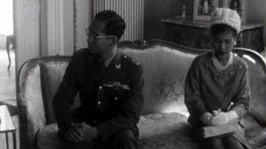 Jean Ziegler interroge le roi de Thaïlande, en visite en Suisse. [ - ]
