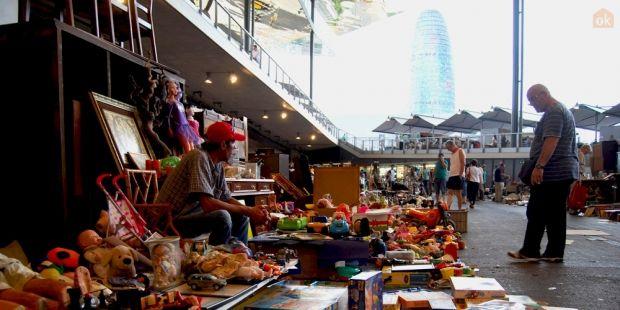 Uno de los 500 stands del mercado Encants de Barcelona