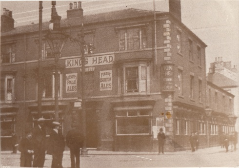 The Kings Head in Newport Road as it met Corporation Road on the corner with Linthorpe Road in Middlesbrough. This is where Debenhams stands today and Newport Road now starts a few yards further west.