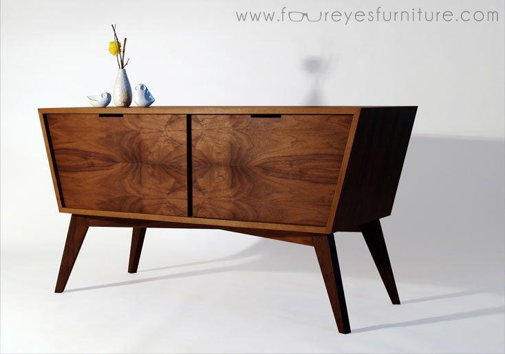 Marceneiro conta em detalhes como prepara peças e monta balcão de madeira com inspiração nos móveis dos anos 1950