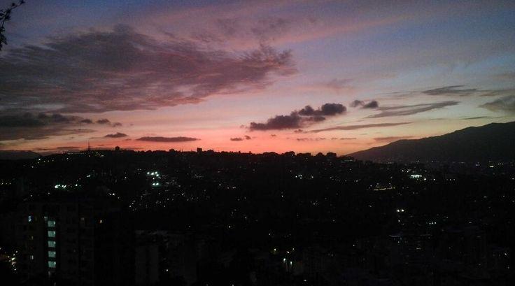 Atardecer en Caracas (Foto: Min. Andrés Izarra)