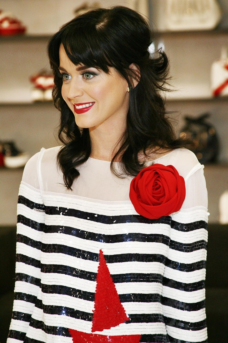katy-perry-dolce-and-gabbana-show-room-september-22-2008-011_FULL.jpg (1333×2000)