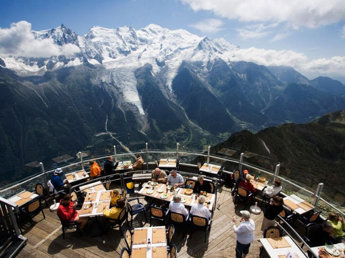 There's nothing like enjoying a delicious meal with an amazing restaurant view. Here are 15 of the most beautiful places in the world to dine.