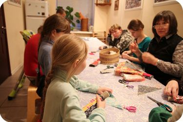 Children and parents during the art-therapy. Our Foundation helps children from vulnerable families. We try to restore and strengthen the families which have difficult financial situation and problems in communication between children and parents. Read more on our website:  http://www.domgdeteplo.ru/fond/inenglish.html