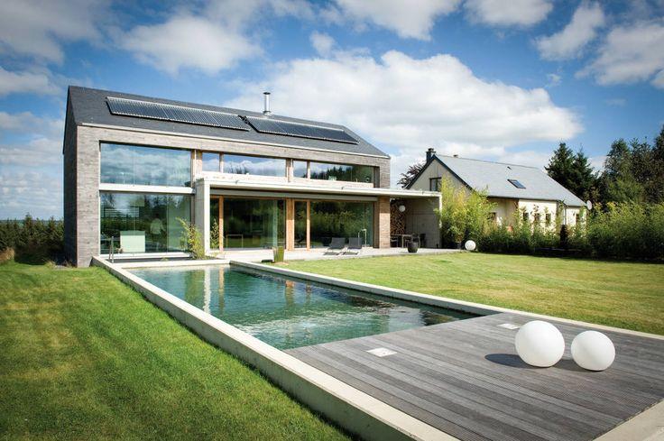 Modern balcony, veranda & terrace by Maisons Loginter