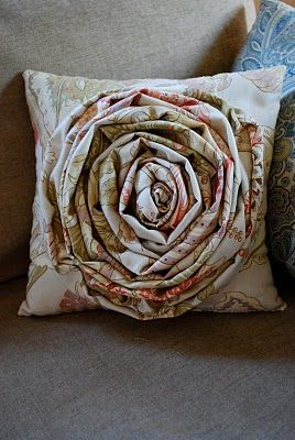 Oversized Fabric Flower Pillow: Crafts Ideas, Over Rosette, Diy Rosette, Flowers Pillows, Rosette Flowers, Pillows Diy, Rosette Pillows Tutorials, Fabrics Flowers, Oversized Rosette
