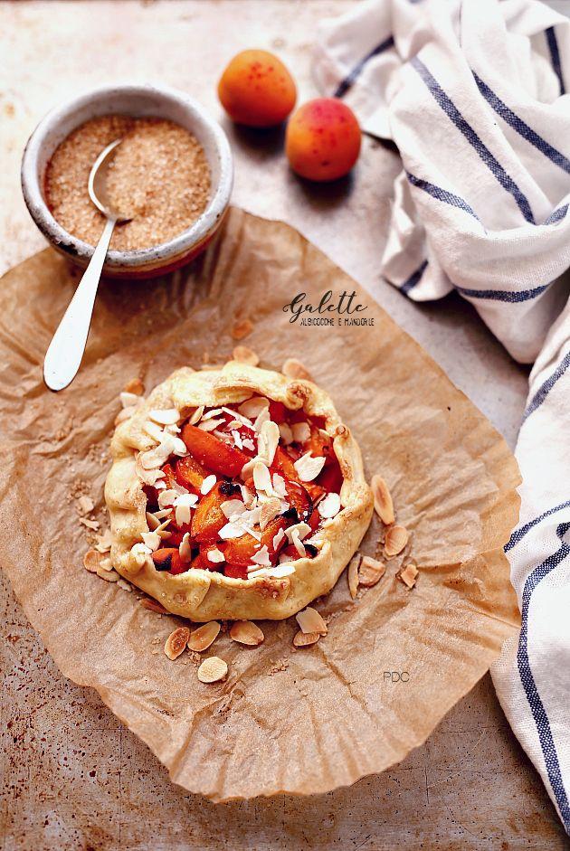 PANEDOLCEALCIOCCOLATO: #Galette #albicocche e #mandorle #almonds #foodie #food #frutta #pastabrisee
