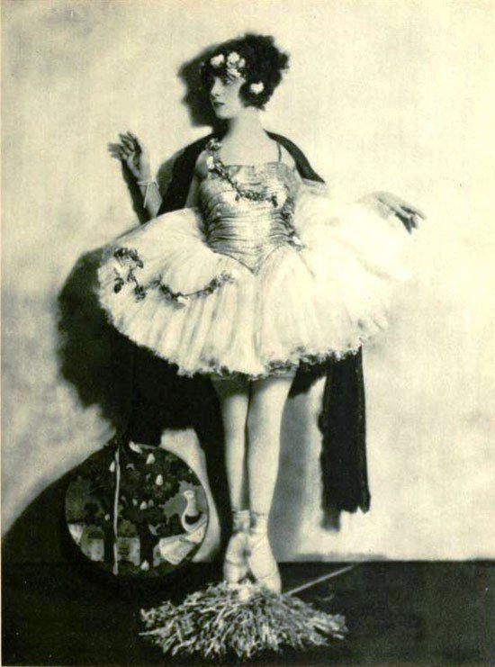 heroesandlegacies | Ballerinas (adults) en pointe BLACK AND WHITE | Pinterest | Ziegfeld follies Ann and Ziegfeld girls & heroesandlegacies | Ballerinas (adults) en pointe BLACK AND WHITE ...