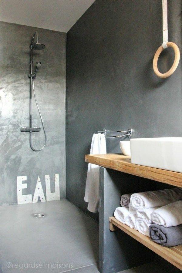 Un simple meuble salle de bain bois très pratique et à plusieurs usages