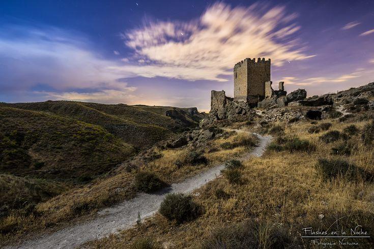 CASTLES OF SPAIN - Castillo de Oreja, Toledo. Castillo musulman que Alfonso VI adquirió a travez de la dote de su esposa Zaida (princesa musulmana pariente del rey de Sevilla Al-Mu'tamid). Tras la derrota cristiana en la batalla de Uclés en 1108, el castillo retornó a los musulmanes. En el año 1132, tropas castellanas sufrieron otra grave derrota en sus proximidades. En el 1139, trás un asedio de seis meses por Alfonso VII de León, el castillo se rindió a los cristianos por hambre y sed.