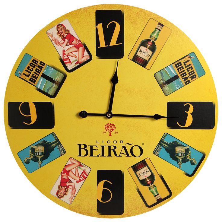Um relógio de parede decorado com diferentespublicidadesicónicas do LicorBeirão. Ideal para decorares a tua casa e chegares sempre a horas ao jantar que comb