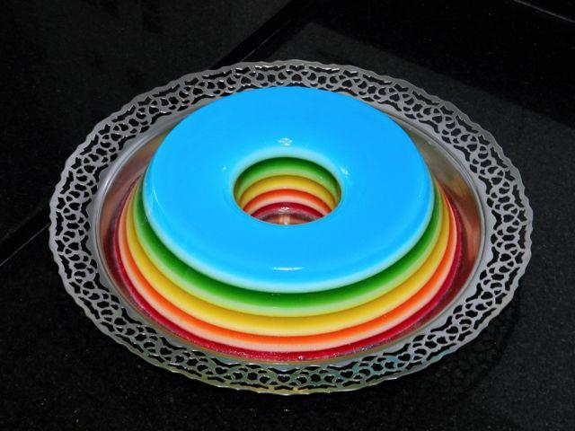 Como fazer a Gelatina Colorida em camadas! http://www.gosteieagora.com/2013/08/01/como-fazer-a-gelatina-colorida-em-camadas/