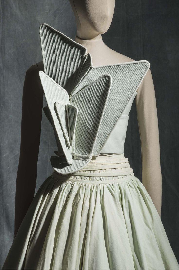 Hussein Chalayan, S/S 2000 - Collection Mode et Textile © Les Arts Décoratifs, Paris