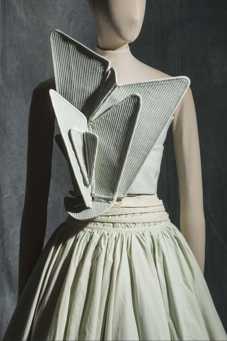 17+ best ideas about Hussein Chalayan on Pinterest ...