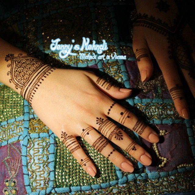 Design by unknown artist.  #henna #mehndi #mehendi #bollywood #bodyart #vienna #hennainwien #jennysmehndi #india #makeup #bodypainting #naturalhenna #shaadi #wedding #punjabi #paisley #saree #hennaisneverblack #blackhennaisdangerous
