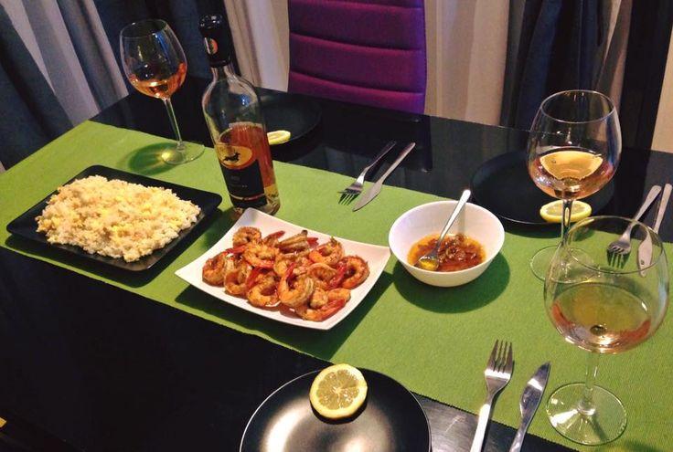 Cina cu fetele: creveti si orez cu ou, rose  Chef: Andreea