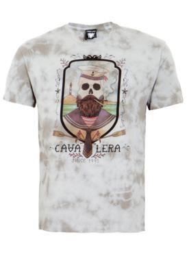 Camiseta Cavalera Indie Dead Seaman cinza, com estampa frontal e coloração tie dye. Possui mangas curtas e gola redonda, além de modelagem reta. Confeccionada em algodão, oferece caimento ajustado e toque suave. Medidas do Modelo: Altura: 1,88m / Tórax 98cm / Manequim 40.