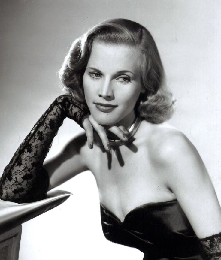 Honor Blackman Born August 22 1925 This Is An Early Portrait