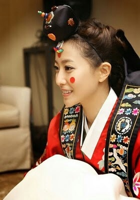 Korea | woman in traditional hanbok