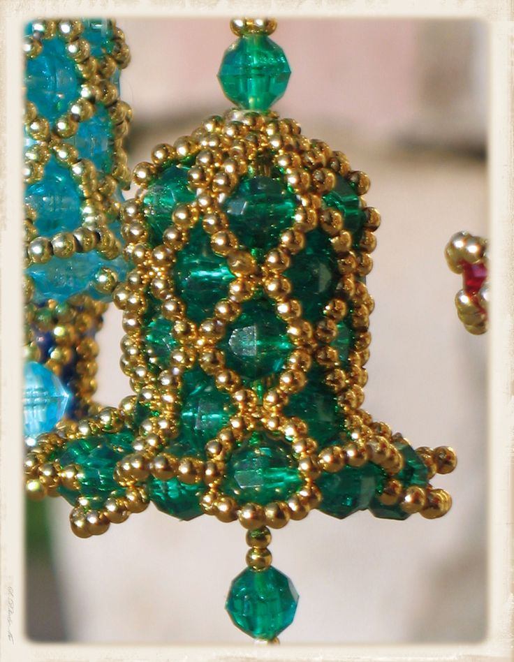 Christmas green with gold lattice beaded bell