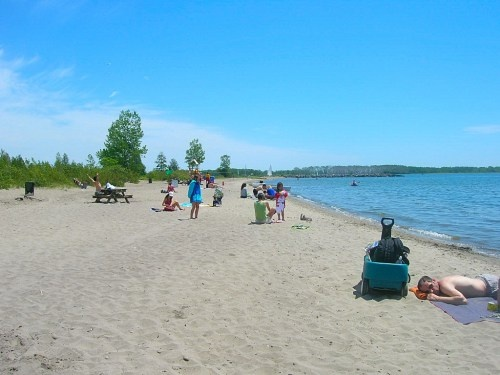 Ward's Island Beach, Toronto Islands, Ontario, Canada (via GeorgeMotoc.WordPress.com)