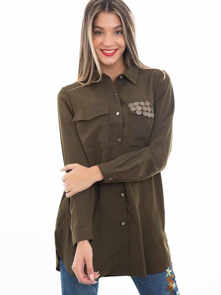 Camisa verde tropa manga comprida dois bolsos com chapas moeda
