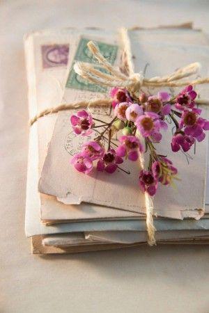 Romantische Idee Zum Valentinstag. Liebesbriefe Dekorieren Und Auf Alt  Machen. Noch Mehr Ideen Gibt