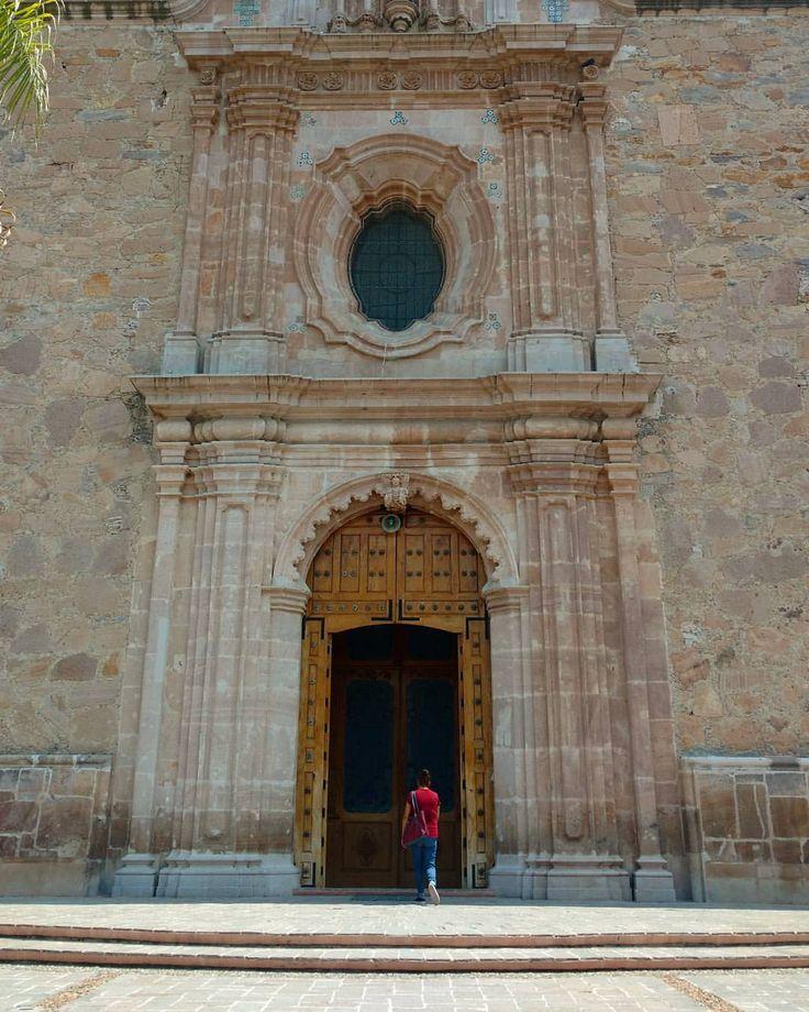 Fachada de la parroquia de Nuestra Señora de la Encarnación. #lachona #encarnaciondediaz #jalisco #mexico (en Encarnación de Díaz)