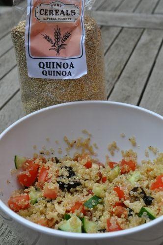 pascale naessens, quinoa met kerstomaatjes, komkommer, noten en kruiden. (100 g quinoa voor 2 dagen, 1 persoon)