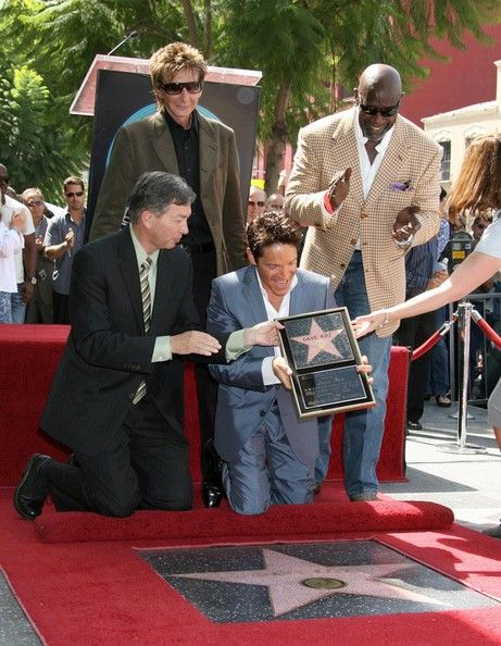 Barry Manilow Photos: Dave Koz Hollywood Walk of Fame Ceremony