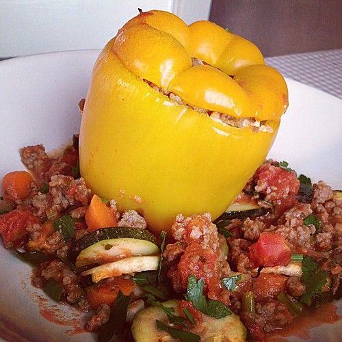 Gefüllte Paprika mit Hackfleisch, Feta und Zucchini, ein leckeres Rezept aus der Kategorie Gemüse. Bewertungen: 113. Durchschnitt: Ø 4,3.