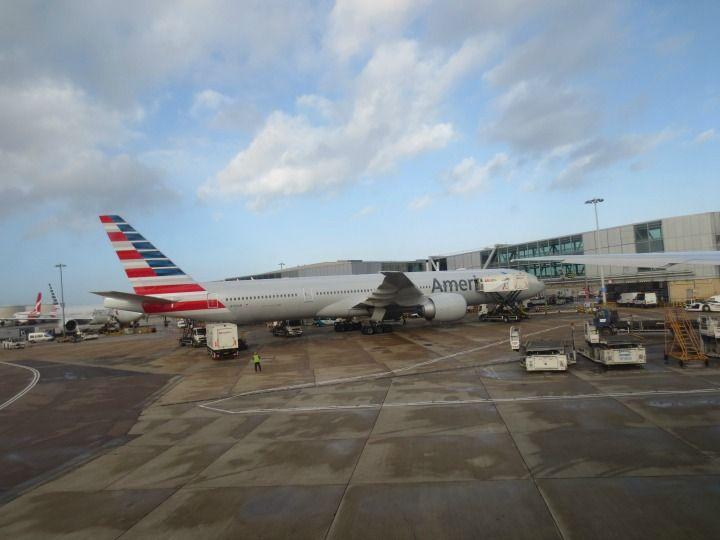 Lentokokemuksia American Airlines-lentoyhtiöllä. Lue lisää: http://marimente.pallontallaajat.net/2014/03/15/amerikkalaisen-siivin/