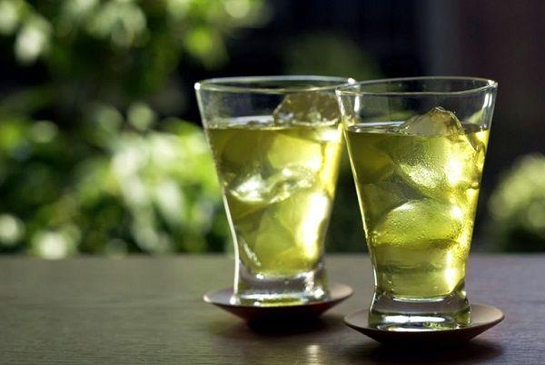 Kalóriamentes és cukormentes – hogyan készíts isteni jeges zöld teát, ami még a fogyásban is segít