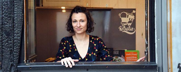 AUTOCONSTRUCTION - Sophie Di Domizio a construit cette petite maison sur remorque pour 10 500 euros seulement. Avec son bardage en bois brûlé, elle est unique en France.