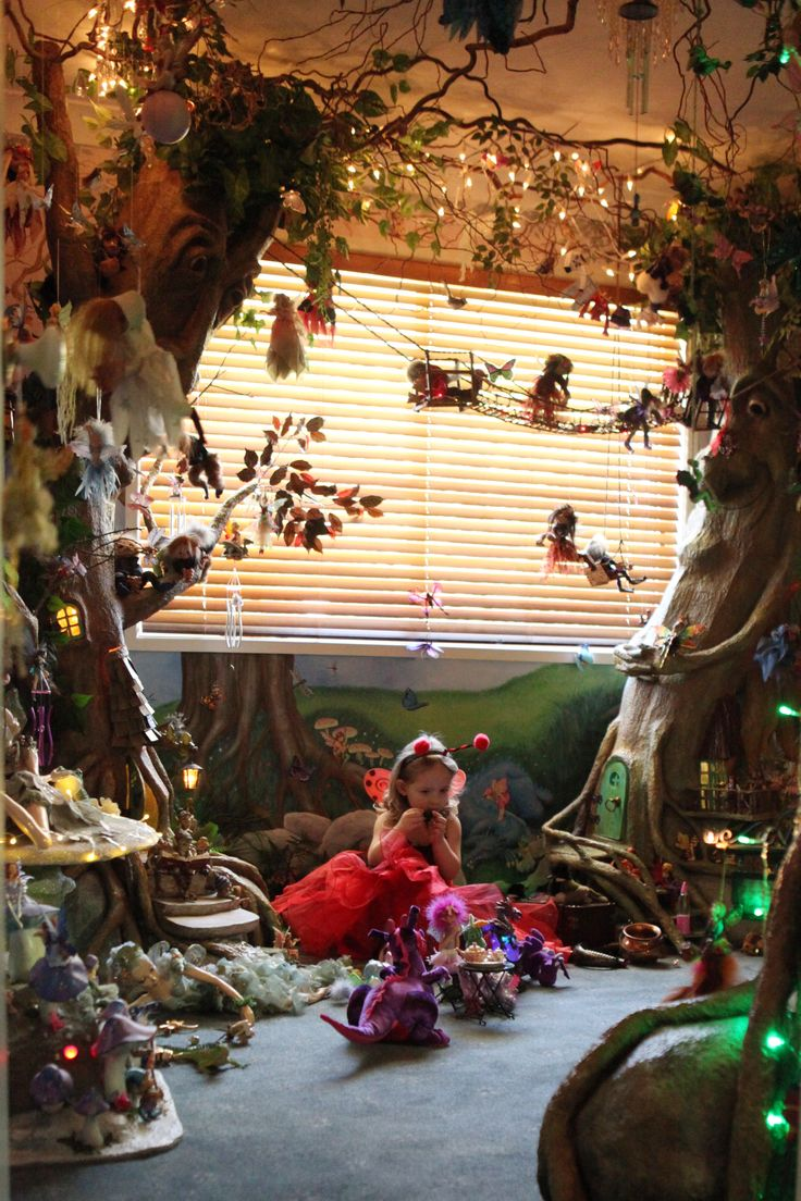 on a smaller scale. What an amazing kids room!  One Enchanted Tree is available at www.lilliputloft.etsy.com