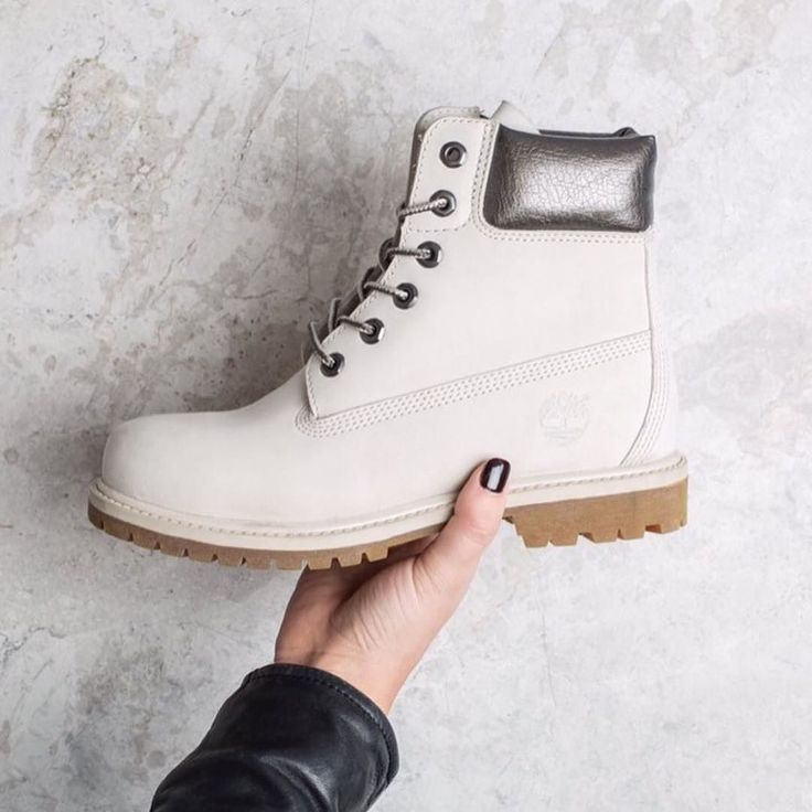 Winter style right here by Timberland. Shop the link in our bio.  credit @timberland_australia #timberland #style #timberlandboots #boots #everydaystyle #fashion #white #wintertime #kicks #styledaily #fashionlook #icon #iconic