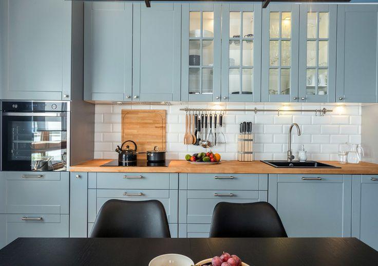 Niebieski kolor , chociaż kojarzy się z chłodem, może mieć również ciepłe oblicze! Zobaczcie pomysł ZoyaStudio na niebieską kuchnię. My jesteśmy zachwyceni!  http://bit.ly/2kP4pcz