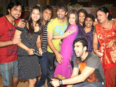 Iss Pyaar Ko Kya Naam Doon celebrates its success!