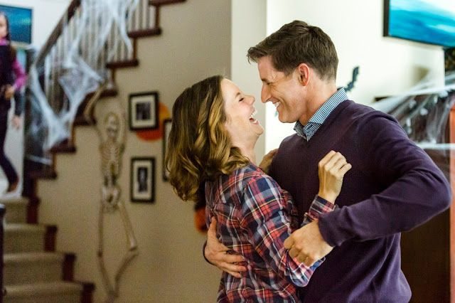 Review of Hallmark Channel's October Kiss starring Ashley Williams.