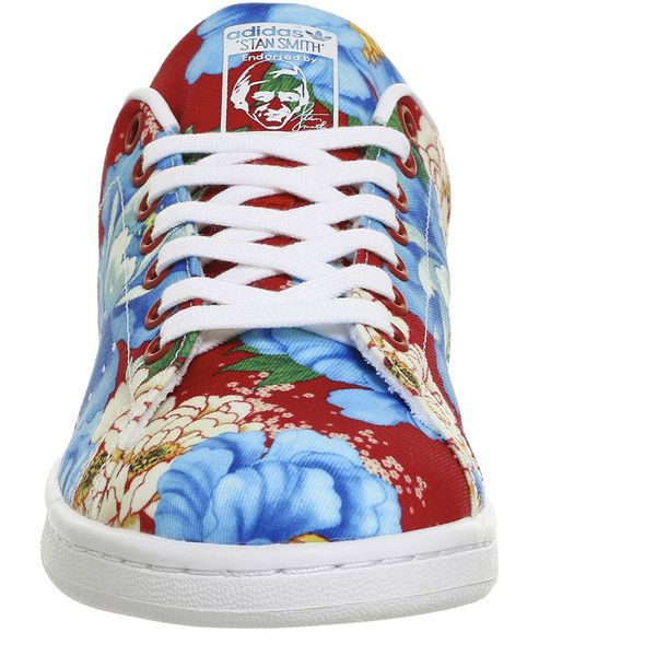 Adidas Stan Smith Trainers Power Red Floral ($90) ❤ liked on Polyvore featuring shoes, sneakers, red trainers, floral printed shoes, flower print sneakers, flower print shoes and flower pattern shoes