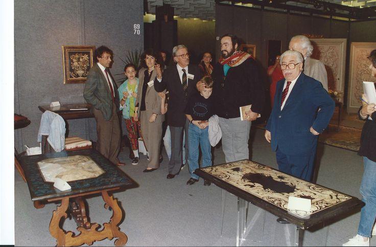 Bianco Bianchi e Pavarotti 1990 mostra della collezione Bianco Bianchi and Pavarotti in 1990 shows the collection