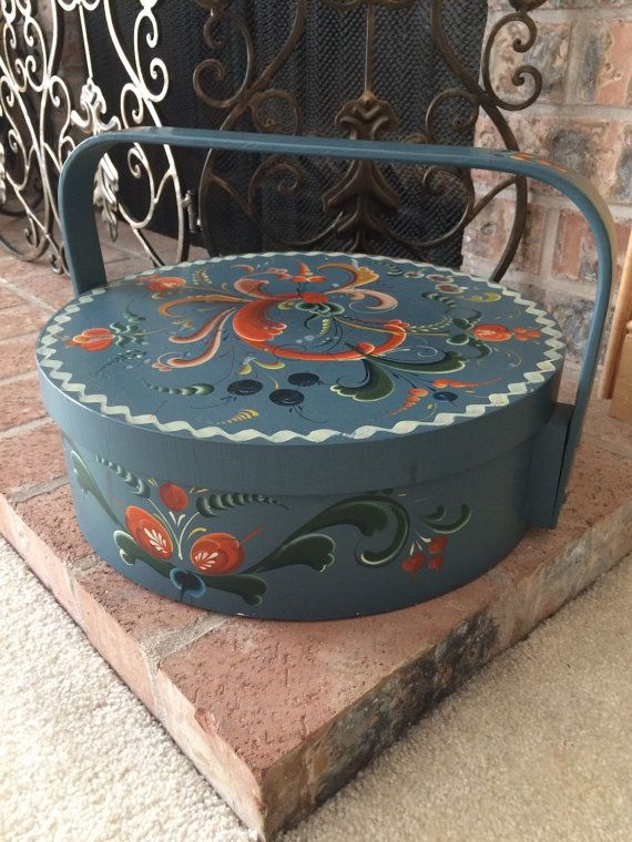 Hey, I found this really awesome Etsy listing at https://www.etsy.com/listing/243584498/norwegian-rosemaling-round-handled-box