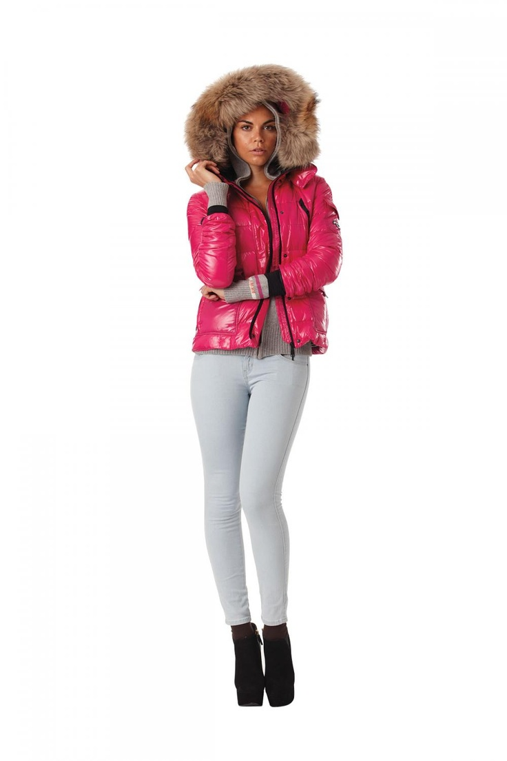 KJUS: Look 6  Jacket: Ladies Cosmopolitan Down Jacket, fur-trimmed hood  Base Layer: Ladies Snow Star Hoody, grey melange