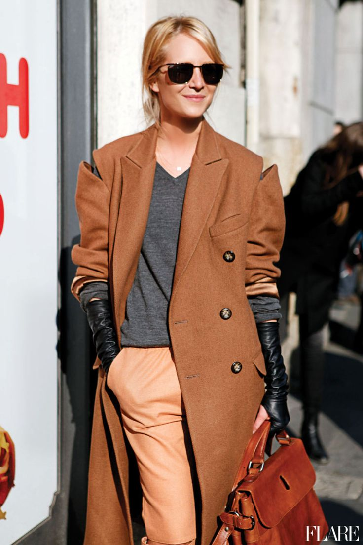 Love the coat & bag and colors, but I wouldn't scrunch up the sleeves to show off long gloves, myself. I'd wear short leather gloves & keep the sleeves down.