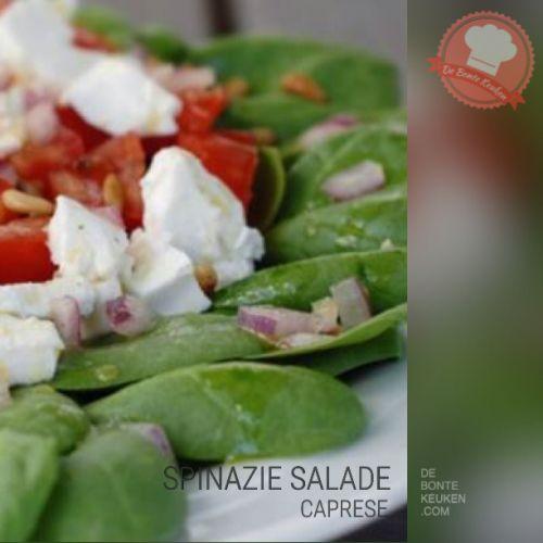 DeBonteKeuken: Spinazie Caprese salade (verse spinazie, rode ui, mozzarella, pijnboompitten, zongedroogde tomaat, dressing, balsamicoazijn, honing, olijfolie, mosterd, maaltijdsalade, salade, maaltijd, avondeten, makkelijk, simpel, recept)
